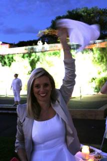 One of the rituals of the Dîner En Blanc: the waving of the white napkins.