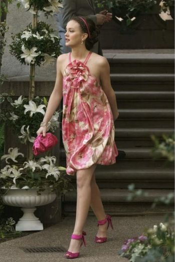 Leighton Meester in Collette Dinnigan dress on the set of Gossip Girl. Photo from Pinterest.
