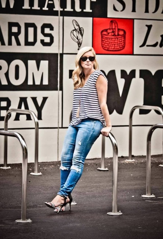 Striped-tee-jeans-raybans