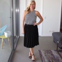 Black_Pleated_skirt_striped_shirt